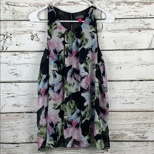{VINCE CAMUTO} Floral Top Size Medium